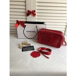 Chanel-Pochette-Rouge
