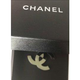 Chanel-Broches et broches-Noir,Beige