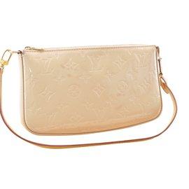 Louis Vuitton-LOUIS VUITTON Pochette Accessoires Vernis Pochette M90196 LV  3412-Autre ... 1592365d5e12