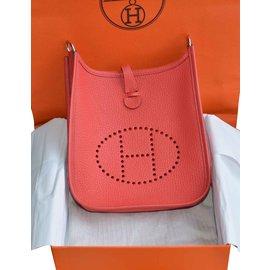 Hermès-Sac Hermès Evelyne 16 en cuir Clémence Rouge Pivoine et bandoulière en toile Rose Sakura-Rouge