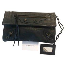 Balenciaga-Enveloppe-Noir