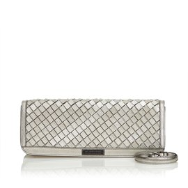Burberry-Willow Leather Clutch-Silvery