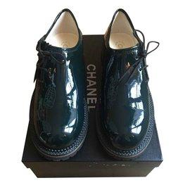 Chanel-Derbies Chanel cuit vernis-Vert foncé