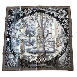 Hermès-Carré Hermès 90 Jardins de la Nouvelle Angleterre-Taupe ... d82ea06a210