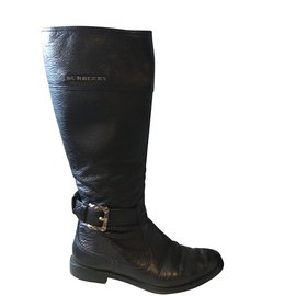 Burberry-Burberry riding boots in black grained leather.-Black