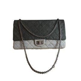 Chanel-Reissue-Gris