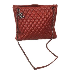 Chanel-Shopping-Rouge