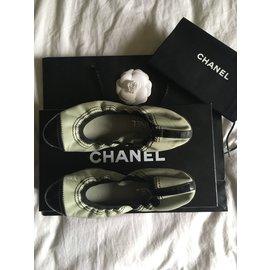 Chanel-Ballerines en cuir noir et bleu Chanel-Noir,Bleu