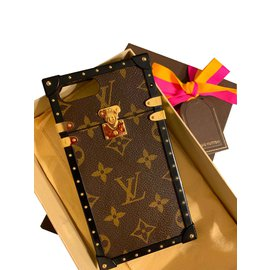 Louis Vuitton-Eye trunk iphone cover-Brown