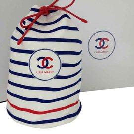 01512b8133d2 Cadeau VIP Chanel occasion - Joli Closet