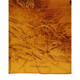 Foulard Hermès - Joli Closet c81afd1bffa