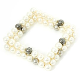 Chanel-SQUARE WHITE PEARLS BANGLES-Silvery