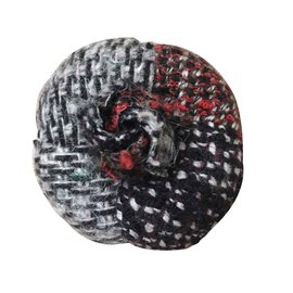 Chanel-Broches et broches-Noir,Rouge,Gris