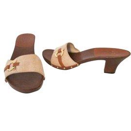 92cf8bd12361 Second hand Salvatore Ferragamo Women Sandals - Joli Closet