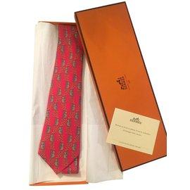 Hermès-Superbe cravate HERMES en soie imprimée couleur Marron / Rouge aux motifs de Panda, état neuf !-Rouge,Marron clair