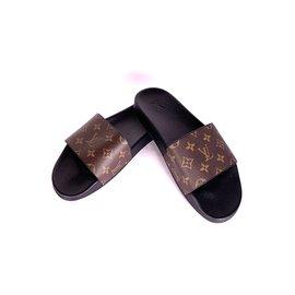 78527935e6bf Second hand Louis Vuitton Men Sandals - Joli Closet