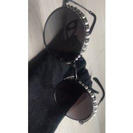 Chanel-Des lunettes de soleil-Noir,Gris