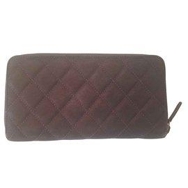 Chanel-portefeuilles-Violet
