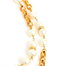 Chanel-HIGH SEWING QUILTED PEARLS-Golden