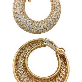 Cartier-Boucles d'oreilles Cartier en or jaune, diamants.-Autre
