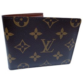 Louis Vuitton-Classic monogram wallet. Chic and useful gift-Brown