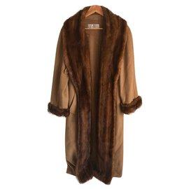 Max Mara-Manteau de laine avec fourrure de vison-Beige