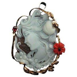 Autre Marque-Pendentif /Broche en Camée véritable coquillage avec une fleur en véritable Corail-Blanc cassé