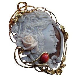 Autre Marque-Genuine Cameo Cameo Pendant / Brooch with Genuine Red Coral Cabochon-Eggshell