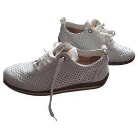 Louis Vuitton-Sneakers-White