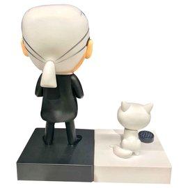 Karl Lagerfeld-Karl Largerfeld e Choupette-Preto