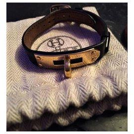 """Hermès-Bracelet Hermès """"Kelly""""en Plaqué Or  et Cuir de Veau Noir-Noir"""