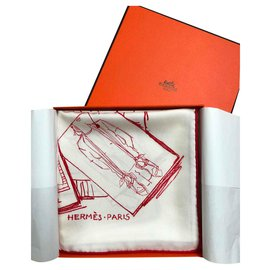 Hermès-INSTRUCTIONS ON THE ART AND HOW TO GET YOUR SQUARE HERMÈS-Eggshell
