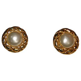 Chanel-CHANEL clip on earrings-Golden