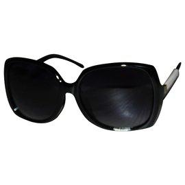 Chanel-Des lunettes de soleil-Noir,Blanc cassé