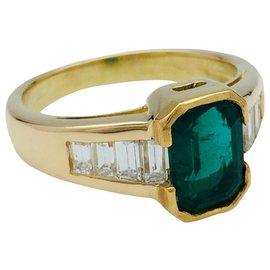 inconnue-Bague en or jaune, émeraude et diamants.-Autre