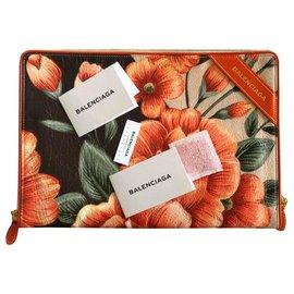 Balenciaga-Pochettes-Orange