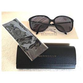 Burberry-Des lunettes de soleil-Noir