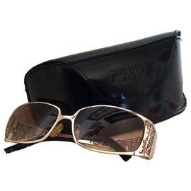 Fendi-Des lunettes de soleil-Argenté