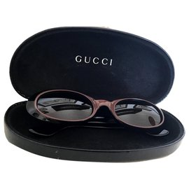 Gucci-Des lunettes de soleil-Noir