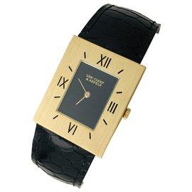 Van Cleef & Arpels-Van Cleef & Arpels und Piaget Uhren in Gelbgold, Leder.-Andere