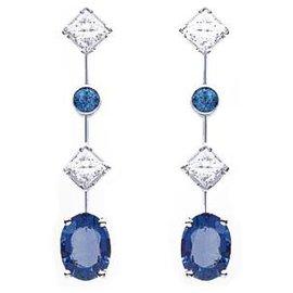 """Chaumet-Boucles d'oreilles Chaumet, """"Clarisse"""", en or blanc, saphirs et diamants.-Autre"""