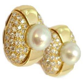 Cartier-Boucles d'oreilles Cartier, modèle Jasmin, en or jaune, perles et diamants.-Autre