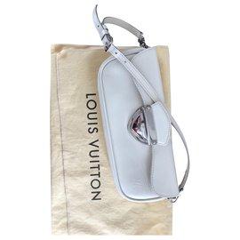 Louis Vuitton-Montaigne-Crème
