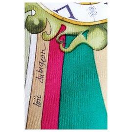 Hermès-Carré Hermès 100% Soie – Foulard vert « La Ronde des Heures »-Rouge,Beige,Doré,Vert,Violet,Vert olive,Vert clair,Vert foncé