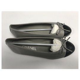 Chanel-CHANEL BALLERINES CUIR (VEAU GRAINÉ) TAILLE 38 / NEUVES & JAMAIS SERVIES-Noir,Gris