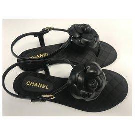 Chanel-CHANEL SANDALES AVEC CAMÉLIA EN CUIR D'AGNEAU . JAMAIS PORTÉES-Noir