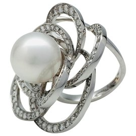 """Chanel-Chanel ring, """"Camellia thread"""",WHITE GOLD, pearl and diamonds.-Other"""
