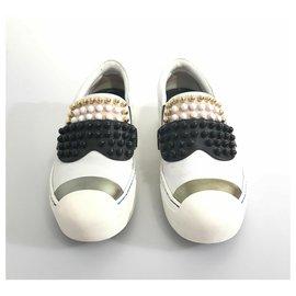 Fendi-Fendi White Studded Leather Karl Loves Fendi Sneaker-Black,White