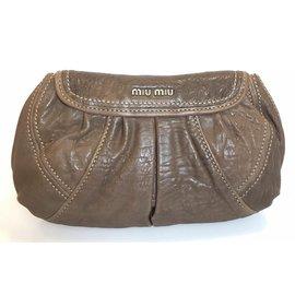 Miu Miu-Miu Miu Pochette à rabat en cuir marron-Marron,Marron foncé