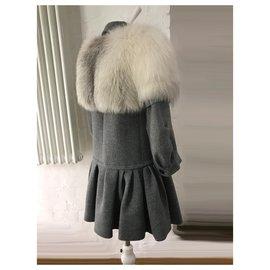 Louis Vuitton-Wool coat white Fox fur capelet-Grey